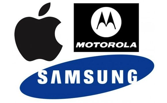 samsung-vs-apple-with-moto