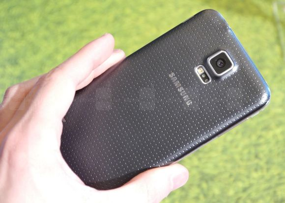 1_2_samsung-galaxy-s5-hands-on-images-002