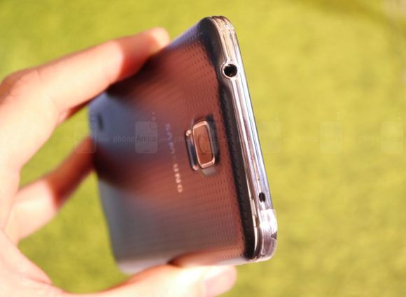 1_7_samsung-galaxy-s5-hands-on-images-009