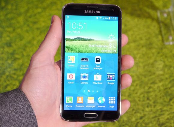 1_8_samsung-galaxy-s5-hands-on-images-013