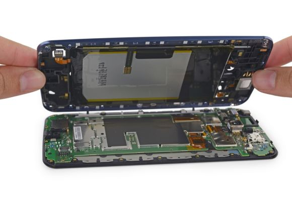 11_2_Google-Nexus-6-disassembled-by-iFixit