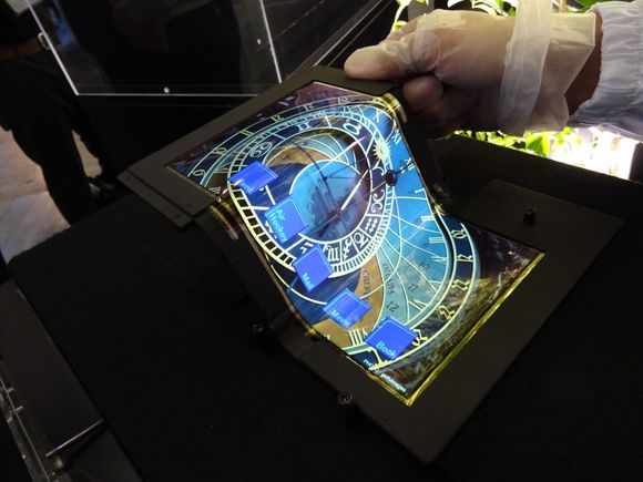 7_1_SEL-foldable-tablet
