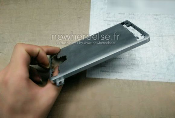 3_3_Samsung-Galaxy-S6-metal-chassis-03